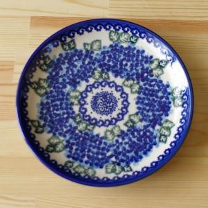 ポーランド陶器のプレートです。  深いブルーでスタンプされたあじさいの花柄が大人っぽい、おしゃれなデ...