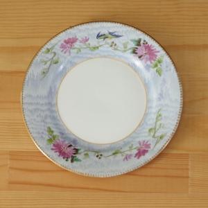 イギリスの陶磁器メーカー Shelley のデザートプレートです。  ツバメのような鳥やピンクの菊の...