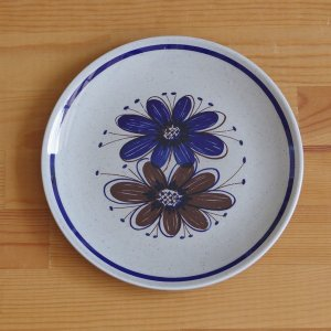 Stavangerflint のデザートプレート(ケーキ皿)です。  Florryというシリーズのも...