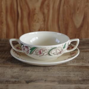 スージークーパーのスープカップ&ソーサーです。  Endon というシリーズのもので、地は真っ白では...