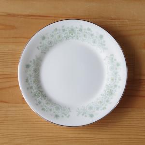 イギリスの陶磁器メーカー Wedgwood のケーキプレートです。  Katherine というシリ...