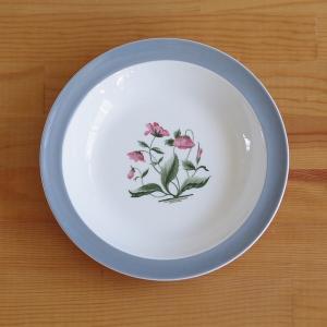 イギリスの陶磁器メーカー Wedgwoodのスーププレートです。  Mayfieldというシリーズの...