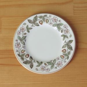 イギリスの陶磁器メーカー Wedgwoodのデザートプレートです。 少し小さめのサイズです。  St...