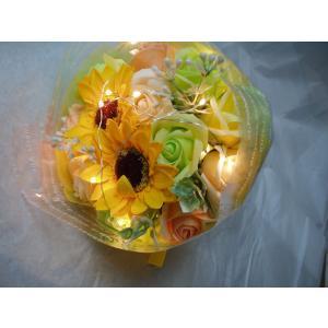 本物のバラにそっくりな石鹸でできたソープブーケです。  イルミネーションランプがブーケの表面を覆って...