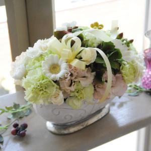 ペット お供え 花  お悔やみ 花 アレンジメント ペット ホワイトベル  Mサイズ 即日発送 翌日配達|flower