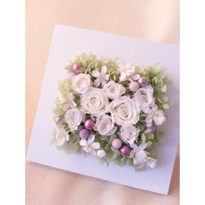 プリザーブドフラワー・アレンジメント『ホワイトフレーム』【誕生日・お祝い・記念日・母の日】|flowerliberte