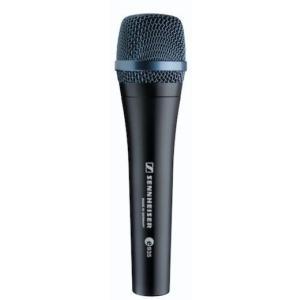 自然な音色は様々なボーカリストの支持を得ています。