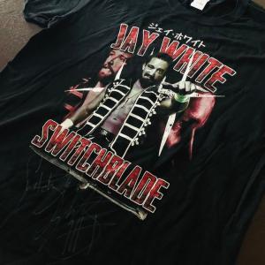 【希少! ジェイ・ホワイト選手 直筆サイン入りTシャツ】「NJPW JAY WHITE 90's Tシャツ imported from NERDS CLOTHING」【アメリカ直輸入Tシャツ】|freebirds