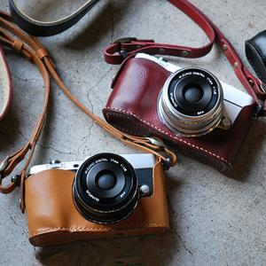 カメラホルダー レザー ロベルのOLYMPUS PEN E-P5ホルダー&ストラップ カメラホルダー ROBERUプレゼント 男性 誕生日 就職祝い|freespirits