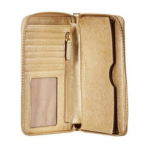 07ae06eb856e7 ... マイケルコース スマホウォレット Michael Michael Kors 32F6MM9E3M Mercer Large Metallic  Leather Smartphone Wristlet (PALE ...