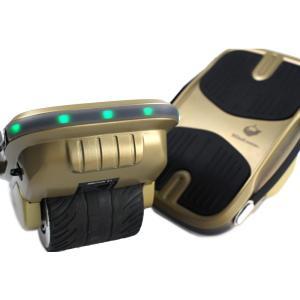 Kintone ジャイロシューズは、体重移動で操作する電動バランスモビリティです。スケートのように乗...
