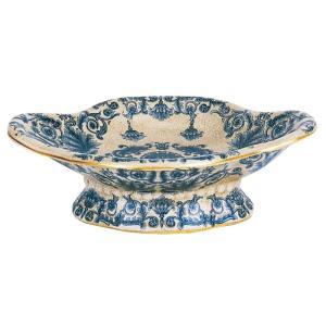 アンティーク調の陶器製オブジェ。