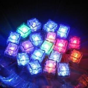 アイスキューブ12個セット 水で光るライトキューブ 白、赤、ピンク、七色 カクテルバー 水族館用 結婚パーティー 披露宴 お誕生日 クリスマス|fuki-fashion