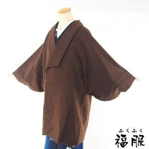 フェルトタッチのソフトな肌触りが魅力的なウール防寒コート。落ち着きのあるブラウンで、お着物を選ばすお...
