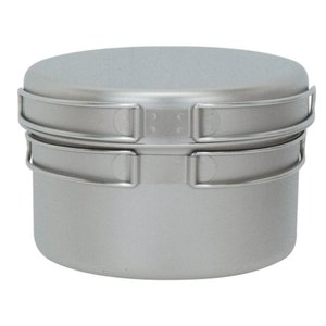 チタン製の深型鍋とフライパンのセット。ネットケース付です。
