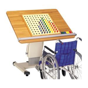 医療・福祉関連 施設用テーブル・いす ・フットペダル操作で高さを調節。・天板の傾斜角度調節。・木製キ...