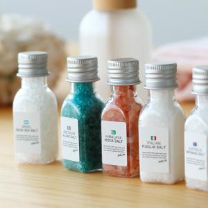 ■商品説明: 5ヶ国の塩の入浴剤。世界の国々から集めたバスソルトを小さなボトルに詰め込んだセット。 ...