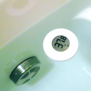 ■商品説明: お風呂浮かべてお湯の温度が一目でわかる、まあるい形の湯温計。  ■特徴: ・お湯に浮か...