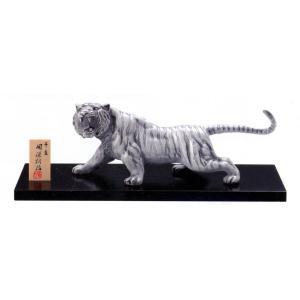 風水の西の守護神・四神のひとつ・合金製、木製台つきの白虎の置物・中です。  本体:合金製、 台座:木...