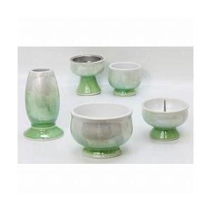 色:グリーン サイズ:径8cm 伝統的な九谷焼に現代的なカラーリングを施した仏具のセットです。銀色と...