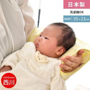 赤ちゃんの「寝かしつけ」にお困りのお母さんに!  腕にあてている寝かしつけ枕を、赤ちゃんの頭にあてた...