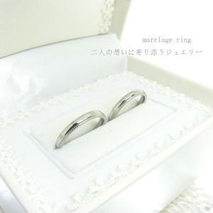 ■リング2本ペア価格。 (純白ブライダルケース付き)  キラキラと輝くサンド加工が魅力的なデザインリ...