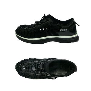 ガムラバーを靴底に採用。UNEEK DNAである、特許取得済みのインターロッキングコードシステムに、...