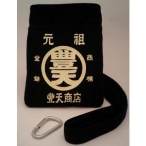 生地は帆布、カラーは黒。  サイズは、縦約19.5cm、横約14.5cm、厚み約2cmです。取り外し...