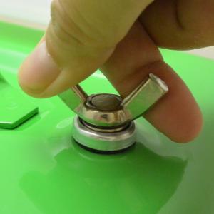 ガレージ・ゼロ ガソリン携行缶 黄緑色/イエローグリーン 横型 20L GZKK59 [蝶ネジ型エア調整ネジタイプ/消防法適合品]/亜鉛メッキ鋼板|garagezero|02