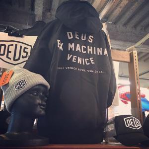 DEUS EX MACHINA デウス エクス マキナ  VENICE ADDRESS HOODIE アドレスフーディー  パーカー 裏起毛 プルオーバー スウェット フード 黒 ブラック メンズ|garakuta-ga