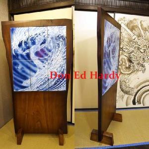 Don Ed Hardy (ドン・エド・ハーディー)直筆 Surfing Devil mural 染付墨弾 龍板波乗悪魔文 陶壁画|garo1959