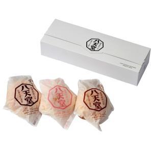広島県三原市にて昭和8年に創業した八天堂の看板商品、ふんわりしたパンにたっぷりのクリームを入れて作...