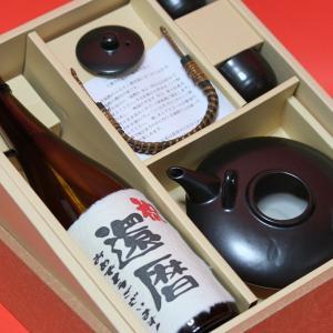 還暦 プレゼント に人気!芋焼酎 黒麹 720ml+  ( 黒ジョカ 陶器 )+ギフト 箱+茶色クラフト紙ラッピング セット|gifttd