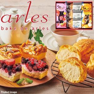 5種類のベリーを贅沢に使用したレアチーズケーキ、5種類のナッツを キャラメルにからませたアーモンド風...