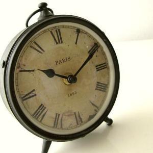 置き時計 置時計 おしゃれ レトロ アナログ インテリア アンティークなスタンドクロック|gigiliving