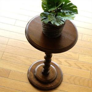 アンティークな雰囲気が漂う オーク無垢を使用した花台です  ネジリ脚が特徴的で 花台や電話台としてい...