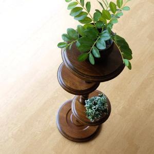 アンティークな雰囲気が漂う オーク無垢を使用した花台です  玄関やリビングに 落ち着きと高級感を演出...