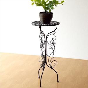アイアンのフラワー模様のスタンドです 高さがあるスタンドは 背の低い花鉢を豪華に見せたり 蔦のように...