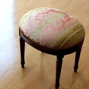 スツール アンティーク 布張り 椅子 イス ヨーロピアン おしゃれ クラシック エレガント 彫刻 イタリア製 レトロ 木製 天然木 エレガントなオーバルスツールB|gigiliving
