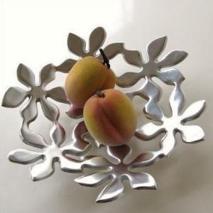 スタイリッシュでお洒落なプレート  テーブルの真ん中でフルーツを飾ったり フラワーアレンジで華やかに...