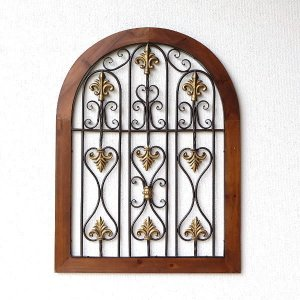 壁に掛けるタイプのシャビーなウッドとアイアンの窓飾りです。 中世ヨーロッパのような窓をイメージ。 枠...