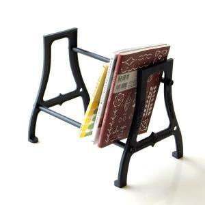 大切な本を置いておくなら 重厚で安心感のあるブックスタンドに おまかせです  二本のバーの位置を変え...
