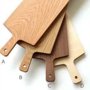木の優しい温もりと天然の色合い 日本製にこだわった ロングサイズのカッティングボードです  4色の色...