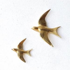 樹脂製のバードの壁飾りは アンティーク風のゴールドペイントの 煌びやかなバードのペアです  小さなネ...