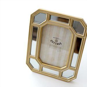 ミラーをはめ込んだ アンティークー風フォトフレームは 樹脂製の枠で しっかりとした安定感があるフレー...