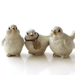 大きな黒目とゴールドのくちばしが チャームポイントの ふっくら毛並みの小鳥のオブジェは 可愛いサイズ...