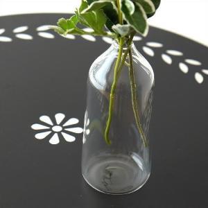 薄いガラスのライトなガラスベース 口径が小さく、一輪の花や葉物など シンプルに挿せてオシャレな花瓶で...