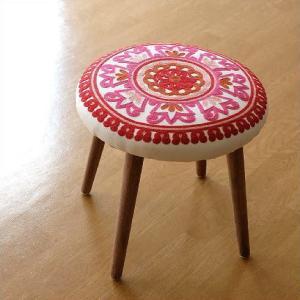 スツール かわいい おしゃれ 刺繍 高さ40cm 低め 木製 可愛い 模様 柄 丸い デザイン いす 丸椅子 丸イス ラウンドチェア サークル刺繍スツール 赤|gigiliving