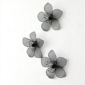 ブラックのアイアンメッシュの花の壁飾り 3個セットで色々組み合わせて飾れます  横並びや縦やランダム...