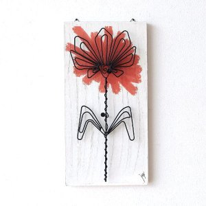 木製の板に 花の色をアートな感覚でペイント その上からアイアンの花を 立体的に付けた壁飾り  今まで...